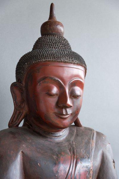 Bouddha en bois peint